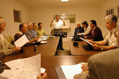 George Pappas instructing a group of chanters. (Photo by Maria Bakkalapulo)